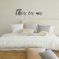 Metalen tekst voor in de slaapkamer 'This is us'